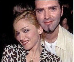 christopher__aqui_con_su_hermana_louise_veronica__alias_madonna