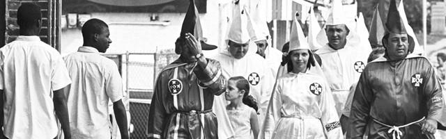 23703_las_mujeres_eran_muchas_y_poderosas_en_el_ku_kux_klan_en_epoca_de_margaret_sanger____su_discurso_anticonceptivo_racista_y_de_base_esoterica_les_gusto